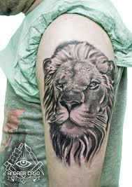Tatuaggio Sul Petto La Testa Di Leone Andrea Caso Tattooing