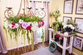 diy wedding flower chandelier diy how to s paige jason s wedding hallmark channel