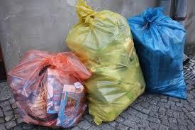 Výsledek obrázku pro tÅídÄný odpad v pytlích