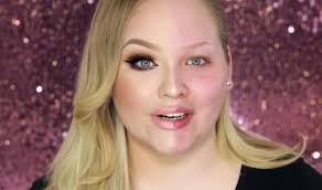 last month beauty vlogger nikkie went viral when she filmed herself meticulously and skilfully applying makeup to just half of her face