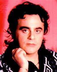 Кармело Дзаппулла (Carmelo Zappulla), итальянский актер и певец. Родился в Сиракузах (Сицилия) 7 ноября 1955 года, петь начал в шесть лет. - Carmelo%2520Zappulla
