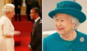 Sir lewis carl davidson hamilton mbe honfreng (born 7 january 1985) is a british racing driver who most recently competed in formula one for mercedes, having previously driven for mclaren. Queen S Manners How The Queen Forced This Formula One Star To Check His Manners Royal News Express Co Uk