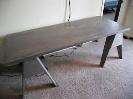 I feel no bend whatsoever when I stand dead in the middle of this desk, and  I've let my 300 pound friend stand over a sawhorse and he thought it felt  solid.