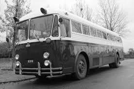 古いビンテージ クラウン バス 1952 クラウン スーパー コーチ の写真