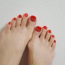 足元が綺麗に見えるカラーはやっぱりred 休日ネイル モアハピ部