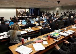 Resultado de imagem para POLÍTICA BUSCAR MENU POLÍTICA Comissão conclui votação de relatório e aprova 'distritão' e fundo eleitoral fotos