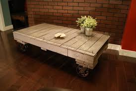 8 DIY Pallet Coffee TablesPallet Coffee Table On Wheels