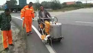 main features of road line painting equipment