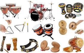 Alat musik yang biasanya membunyikan melodi pada suatu lagu, pada umumnya alat musik ini tidak bisa memainkan kord secara sendirian. Alat Musik Melodis Ritmis Harmonis