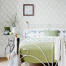 Green bedroom decorating ideas for a ...
