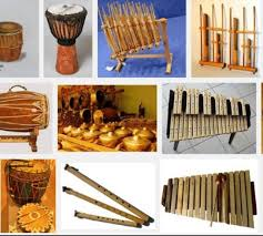 Alat musik tradisional indonesia memang diakui sebagai bangsa yang kaya akan keragaman budaya mulai dari berbagai suku rumah adat lagu daerah tarian adat hingga alat musik tradisional yang unik dank has. Alat Musik Tradisional Yang Mendunia Yang Mana Musik Favoritmu Kumparan Com