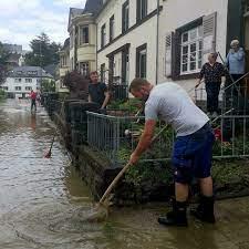 Mayen town hit by flash floods ...