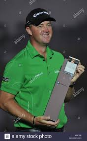 Peter Hanson of Sweden holds his champion trophy during the award ceremony  of the BMW Masters golf tournament at the Lake Malaren Golf Club in Shangha  Stock Photo - Alamy