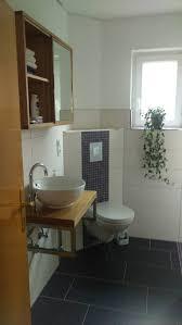 Gäste-WC, Waschtischplatte Eiche, Spiegelschran Eiche, Fliesen und ...