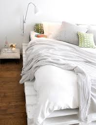white painted shipping pallet bed