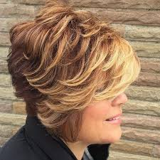 60 معظم تسريحات الشعر البارزة للنساء فوق سن 40