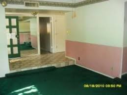 R Pink Dark Green Paint Bad Color Combination Clash Phoenix Arizona Home  House Photo