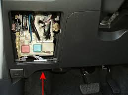 blown fuse stereo toyota yaris forums ultimate yaris did you put your head on the floormat and look up here