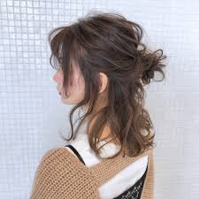 ヌケ感がカギハーフアップの髪型で簡単おしゃれに視線を独り占め