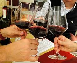 Resultado de imagem para por que brindamos o vinho?