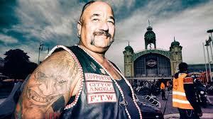 Foto Tetování šátky A Spousta Chromu Sraz Majitelů Motorek Harley