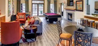 Wohnung Finder Houston Wohnzimmer Design Ideen Pool Tisch Orange