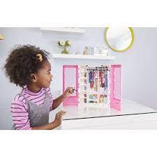 Đồ chơi trẻ em: phụ kiện tủ thời trang đẳng cấp của Barbie