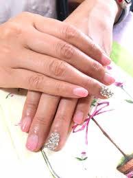 ピンクのグラデーションネイルにピカピカ輝くストーンでお上品豪華