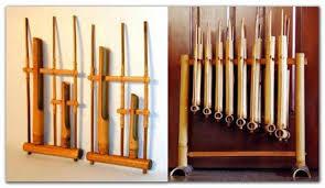 Ladolado adalah alat musik yang terbuat dari kayu yang dimiliki oleh provinsi sulawesi tenggara, permainan ladolado dengan cara di dari bahasanya sudah jelas bahwa alat musik ini berasal khas dari papua. 50 Nama Alat Musik Tradisional Indonesia Gambar Cara Memainkan