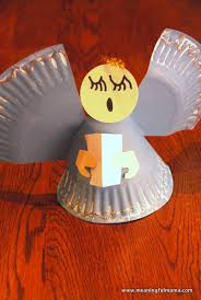 Paper Plate Christmas Wreath Simple Fun And A Great Learning Christmas Paper Plate Crafts