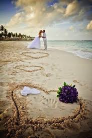 If we were doing a beach wedding this idea would been perfecto ...