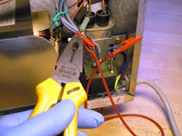 microwave oven safety discharging the microwave oven capacitor