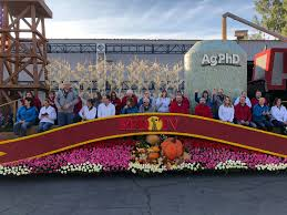 Rose Bowl Float Decorating Rules SD Couples Ride On Rose Parade Float Christian Leader 81