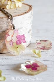 how to make resin jewelry with flowers