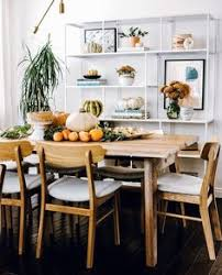 insram last saay at the design talk with hillarykerr she asked me what my go to holiday tablescape styling tricks were i d say this table
