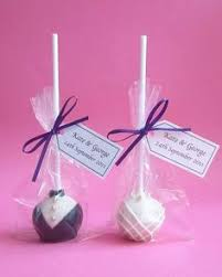 wedding favour cakes. Wedding Favour cake popsLove it Right down my street lol Kylies