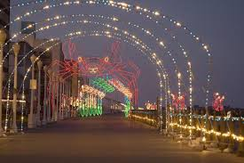 Holiday Lights At The Beach Virginia Beach With Fewer Crowds And Lower Prices Virginia Beach Is A
