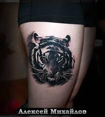 татуировка на бедре у девушки тигр фото рисунки эскизы