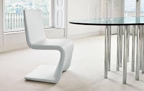 Ein Stuhl Wie Aus Einem Guss Eine Form Die Einfach