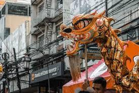 Hanya di beberapa kota besar saja yang sering diadakan pertunjukan tarian. 5 Kesenian Tionghoa Menarik Tarian Barongsai Naga Bian Lian Tarian Kipas Opera Peking Dan Wayang Potehi Tionghoa Info