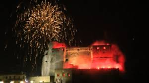 Fuochi Pirotecnici Napoli Capodanno 2014 - Castel Dell' Ovo New Year's Eve  2014 in Naples - YouTube