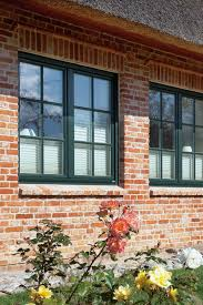 Grüne Rekord Holzfenster In Einem Schönen Reetdachhaus Mit Hellen