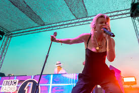 news robyn announces madison square garden show