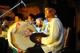 Pengertian musik tanjidor beserta sejarah fungsi dan alat musiknya. Mengenal Tanjidor Salah Satu Kesenian Tradisional Khas Betawi Semua Halaman Bobo