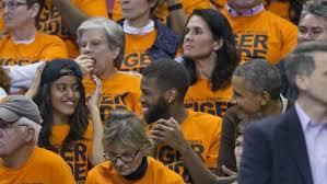 Nerdy Wonka on Twitter | Malia obama, Michelle and barack obama, Basketball  pictures