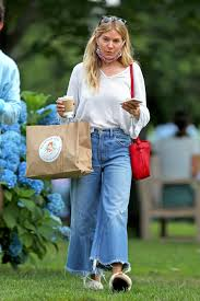 Born in new york city and raised in london, she began her career as a photography model, appearing in the pages of italian vogue and. Sienna Miller Heads Out For A Coffee In The Hamptons 07 15 2020 Celebmafia