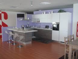 Sedie da cucina bianche: cucina bianca lucida con top bianco