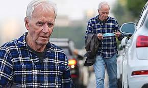 They first married in 1990 at the set of the crocodile dundee. Paul Hogan Is Seen On The Day Of His 81st Birthday In The First Sighti Daily Mail Online