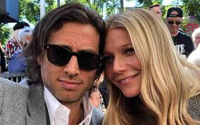 Gwyneth paltrow & brad falchuk are married! Gwyneth Paltrow Moves In With Husband One Year After Wedding