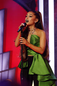 ariana grande s beauty evolution her best hair and makeup looks vogue